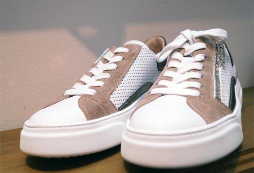 sportlicher Sneaker
